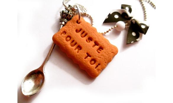 collier biscuit personnalisé