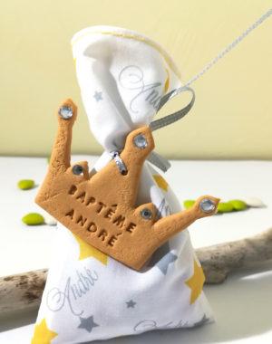 sachet dragée en tissu, thème petit prince, couronne, étoile gris jaune