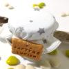 contenant dragées, petit pot pour baptême, tissu blanc, etoile grise