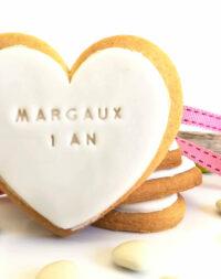 Biscuit personnalisé avec pâte à sucre (coeur ou colombe)